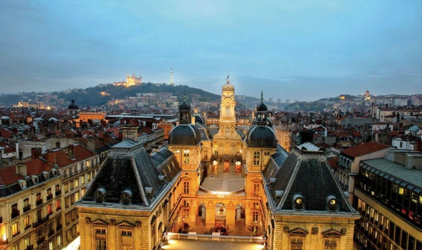Une vingtaine de colloques des Entretiens Jacques Cartier réunissent environ 3000 participants à Lyon, en France.