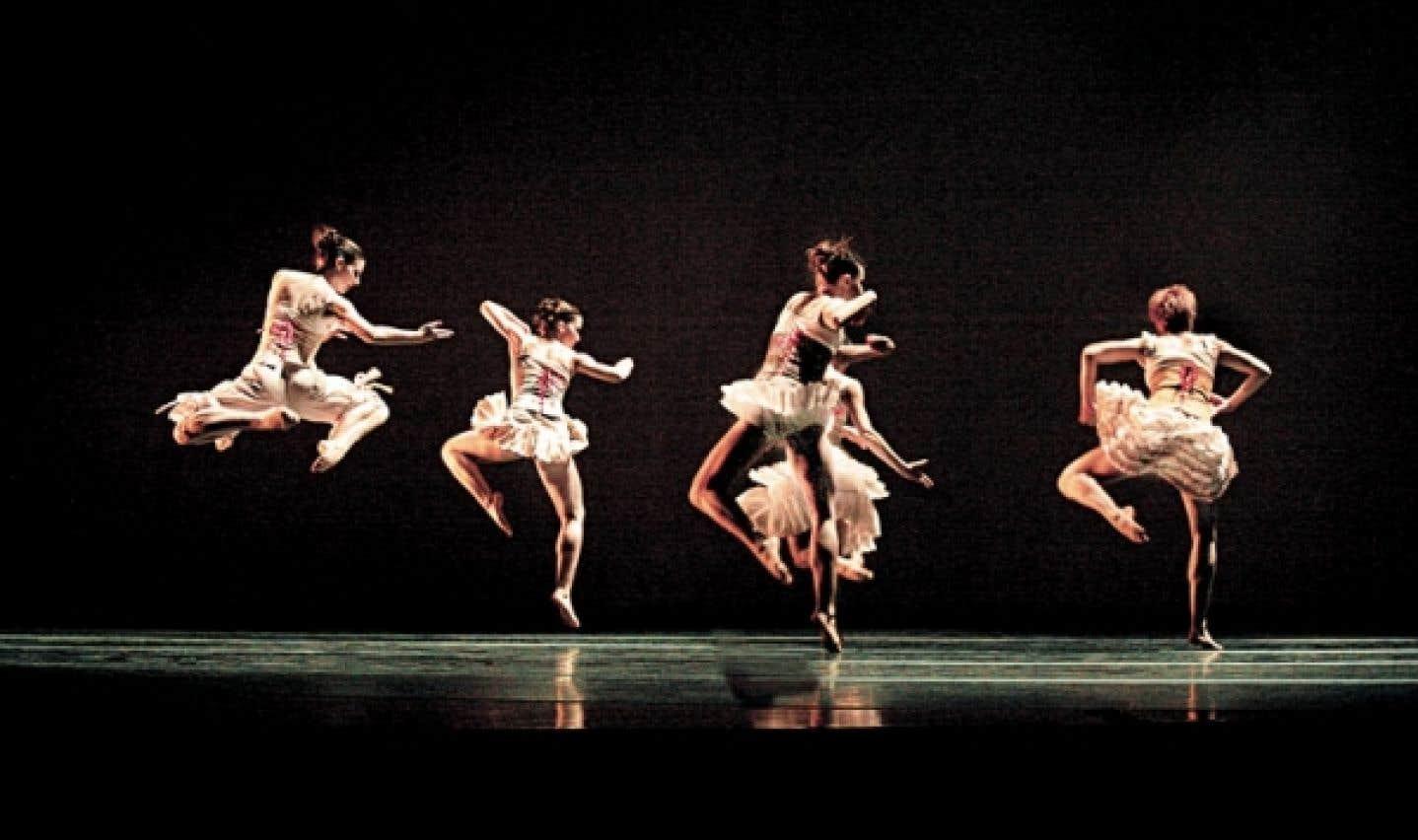 Au gré des rencontres depuis 40 ans, du journaliste et critique de danse Michael Crabb, résume les moments forts des Ballets Jazz de Montréal.