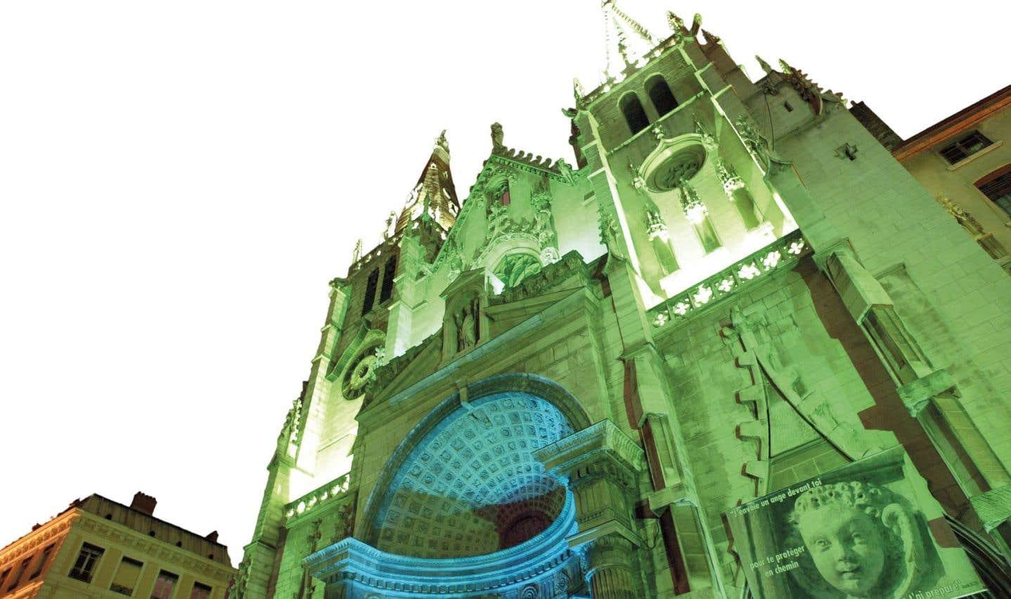 L'église Saint-Nizier de Lyon, éclairée lors de la Fête des lumières