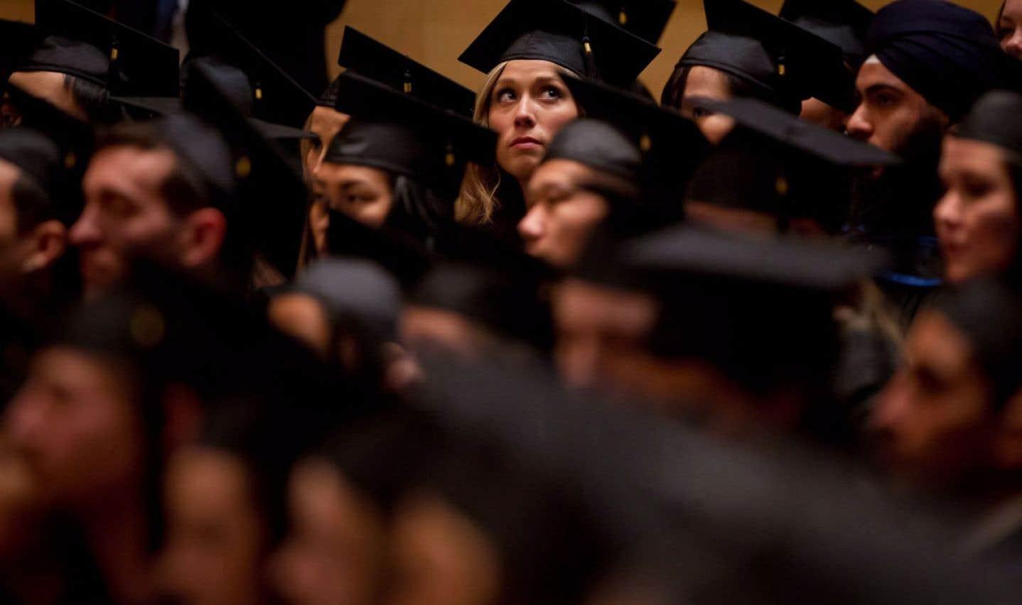 Après un séjour sur le marché du travail, de nombreux diplomés retournent aux études pour faire des études supérieures.