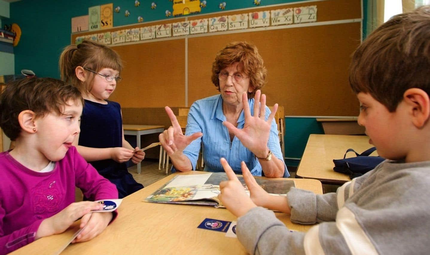 La FAE aimerait voir les enfants entrer à la maternelle dès l'âge de quatre ans. Des projets-pilotes ont donc été mis sur pied à cette fin dans six territoires.