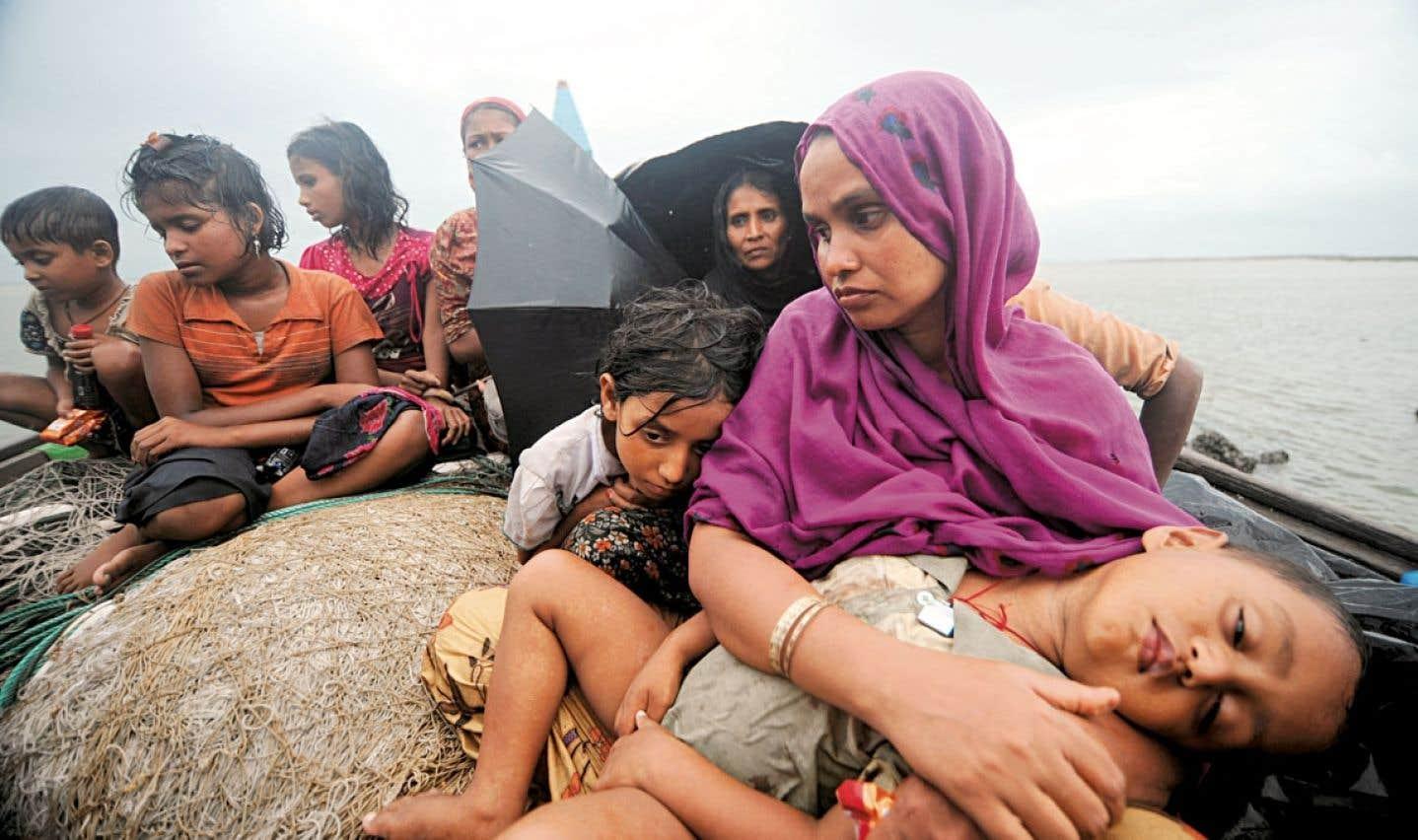 Alors qu'ils tentaient de traverser la rivière Naf pour entrer au Bangladesh et fuir la violence sectaire au Myanmar, des Rohingyas musulmans ont été interceptés sur leur bateau à Teknaf, le 13 juin 2012. Le Bangladesh a refoulé 16 bateaux transportant plus de 660 Rohingyas, surtout des femmes et des enfants.