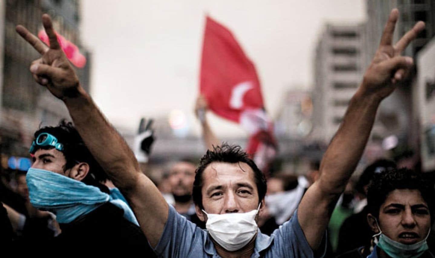 Turquie - Le gouvernement tente d'éteindre l'incendie