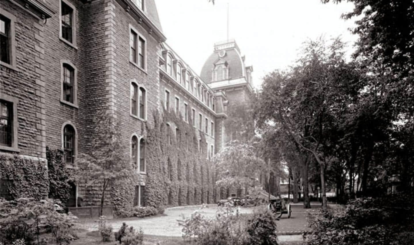 La façade de l'ancien collège Mont-Saint-Louis, situé rue Sherbrooke.
