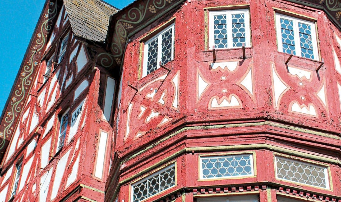 Détail d'une maison colorée de Bacharach, dans la vallée du Haut-Rhin moyen. Tout le village est comme ça !