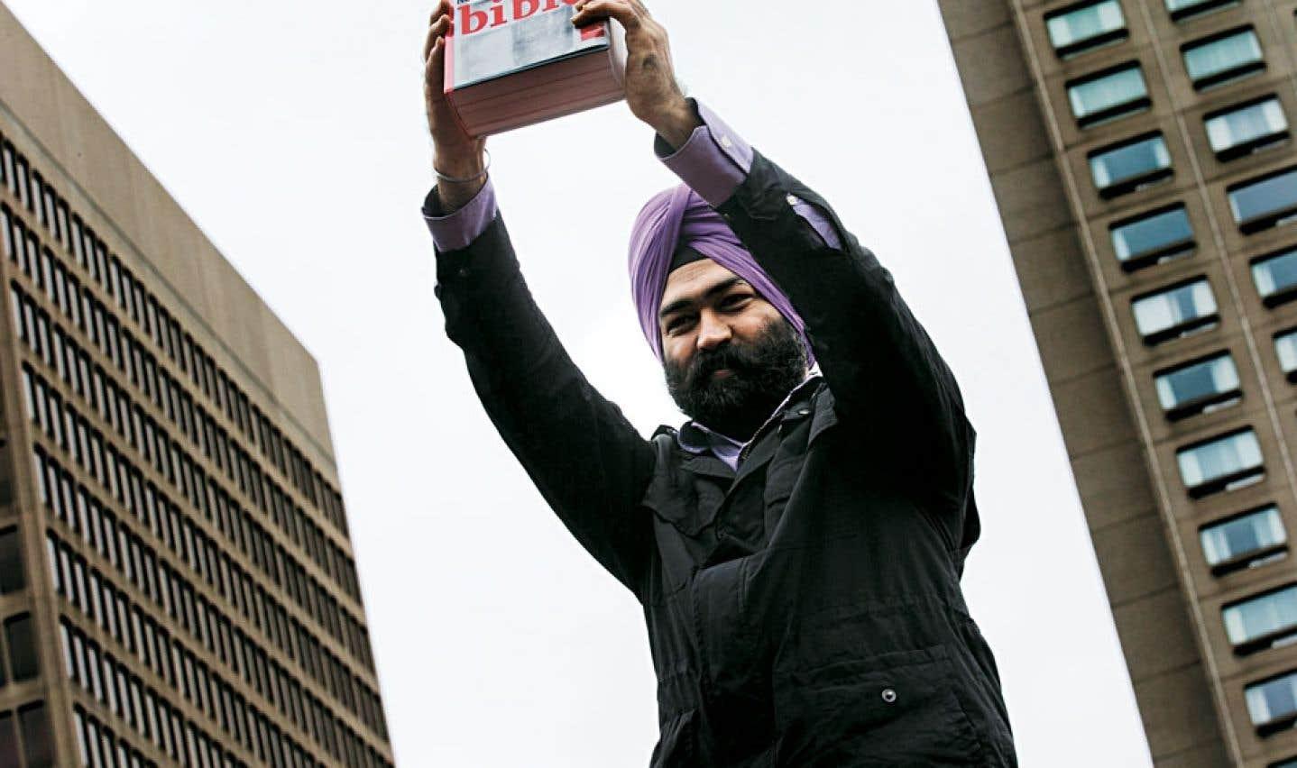 Le samedi 14 septembre se tenait une manifestation contre la Charte et son chapitre sur les signes religieux ostentatoires. Sikhs, musulmans, croyants et incroyants déambulaient par milliers dans les rues du centre-ville à l'invitation d'Adil Charkaoui.