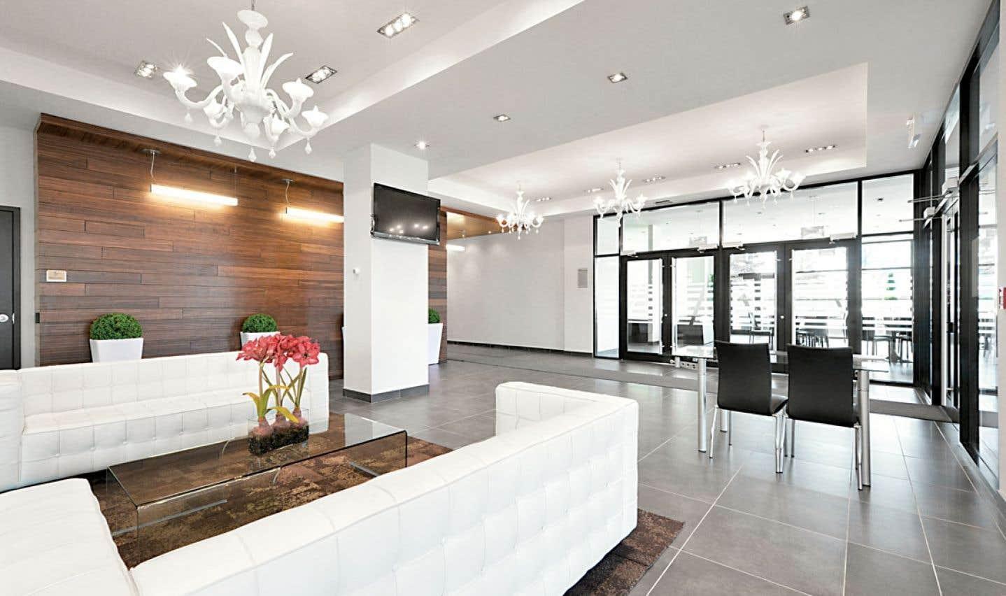 L'intérieur des condos se distingue par son design classique et épuré, ainsi que par ses espaces vastes et surtout lumineux.