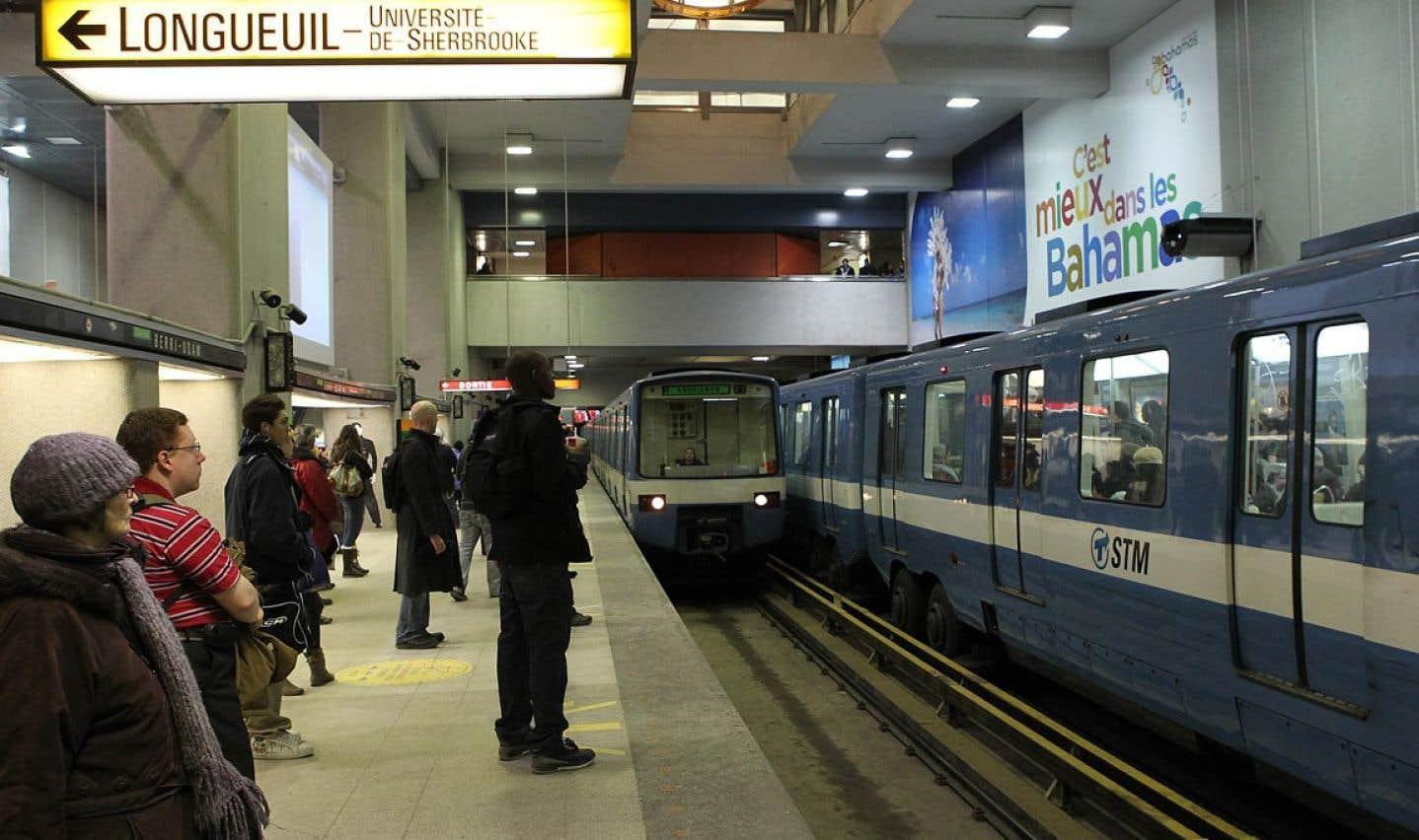 Même si Québec souhaite aussi s'attaquer à la ligne jaune, la priorité a été donnée au prolongement de la ligne bleue, puisque l'ajout de stations sur cette ligne permet d'envisager l'achalandage le plus élevé.
