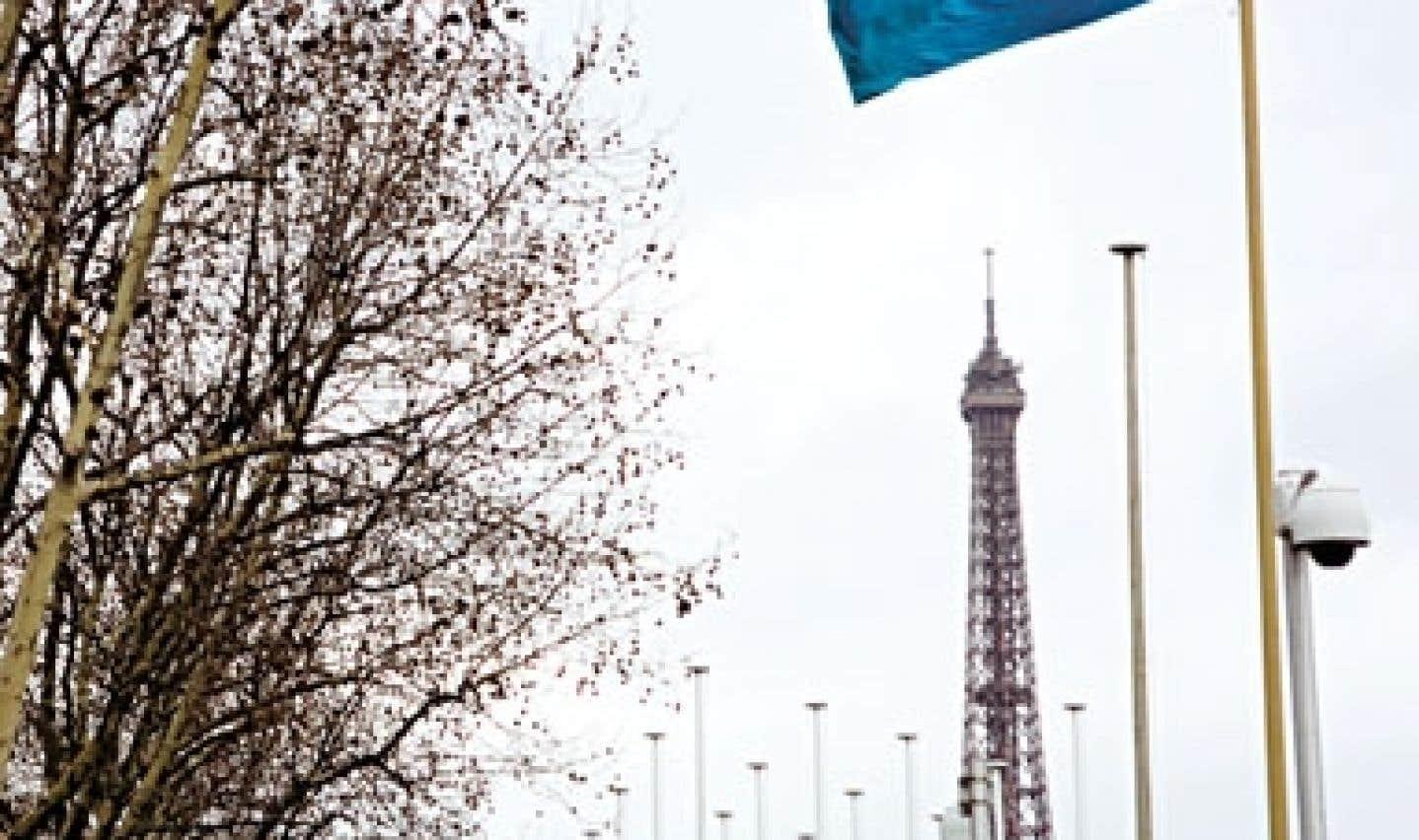 Le CISS a été fondé en 1952 par l'UNESCO. Le secrétariat du conseil, situé à Paris, compte maintenant une dizaine d'employés.