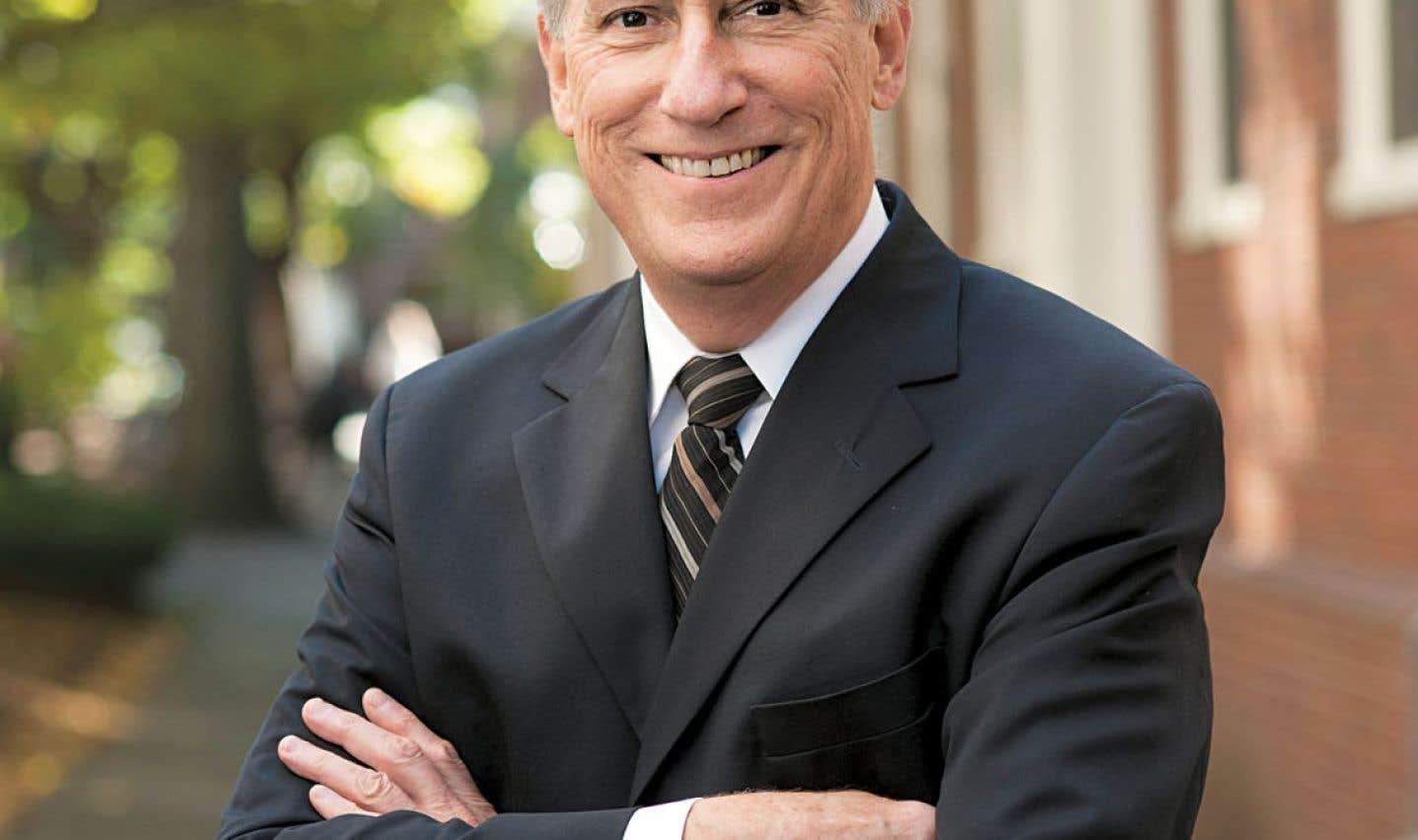 Robert Darnton, directeur de la Harvard University Library, met en garde contre le danger de voir l'information devenir de moins en moins accessible et de plus en plus commercialisée.
