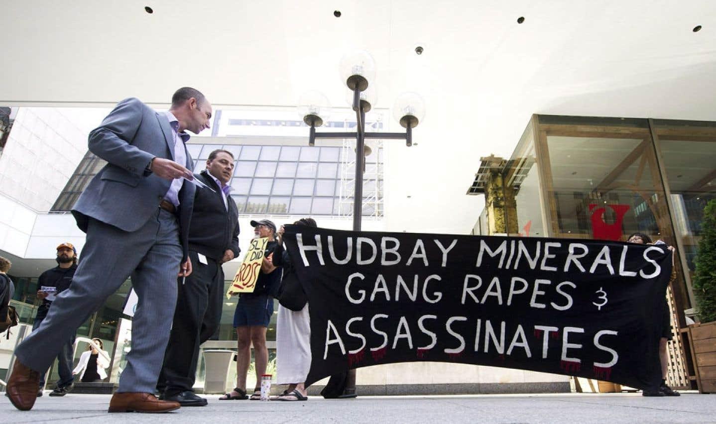Toronto, 14 juin 2012. Des manifestants s'expriment lors de l'assemblée générale annuelle de HudBay Minerals.