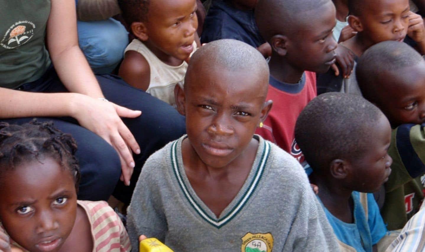 Cette année, ce sont les enfants du Rwanda qui reçoivent des messages solidaires, à l'instigation de Carrefour Tiers-Monde.