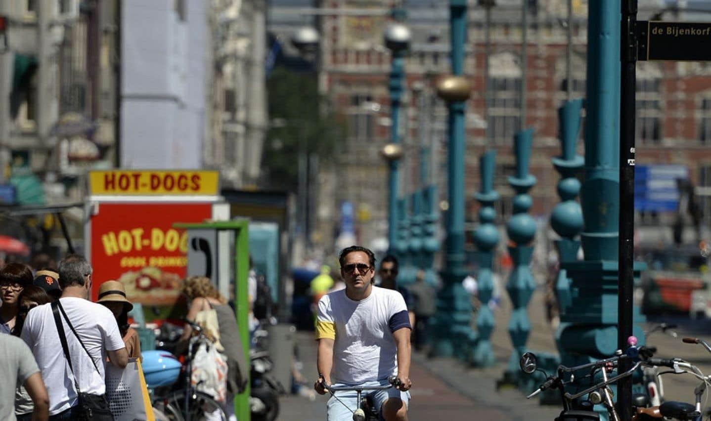 Une des écoles proposera à l'étudiant de se familiariser avec les concepts sous-jacents des villes intelligentes (la ville d'Amsterdam, illustrée ci-dessus, en est un exemple).