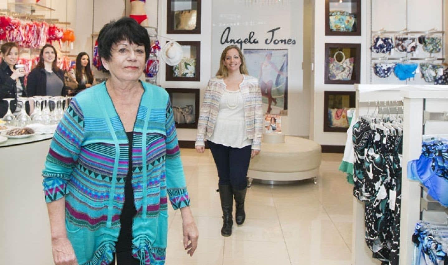 La designer Angela Jones et sa fille Mélissa Jones, qui s'occupe du marketing dans l'entreprise de sa mère, aiment développer de bonnes relations avec leurs clientes et les fidéliser.