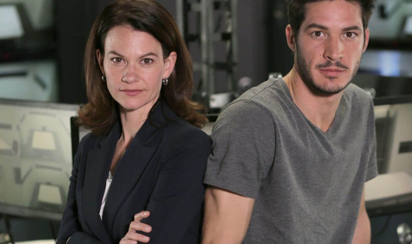 Mensonges met en vedette deux spécialistes de l'interrogatoire joués par Fanny Mallette et Éric Bruneau.