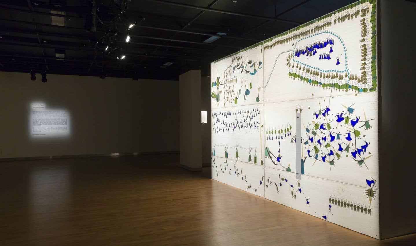 Vue de Micropolitiques de Sayeh Sarfaraz, une exposition portée par une imposante scénographie.