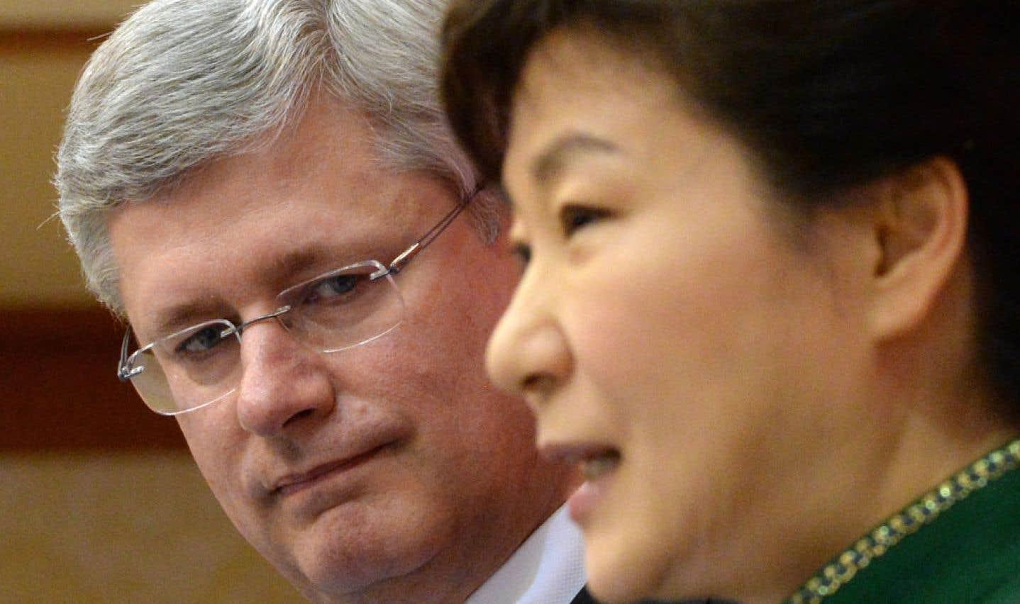 Stephen Harper avec la présidente sud-coréenne, Park Geun-hye, à Séoul
