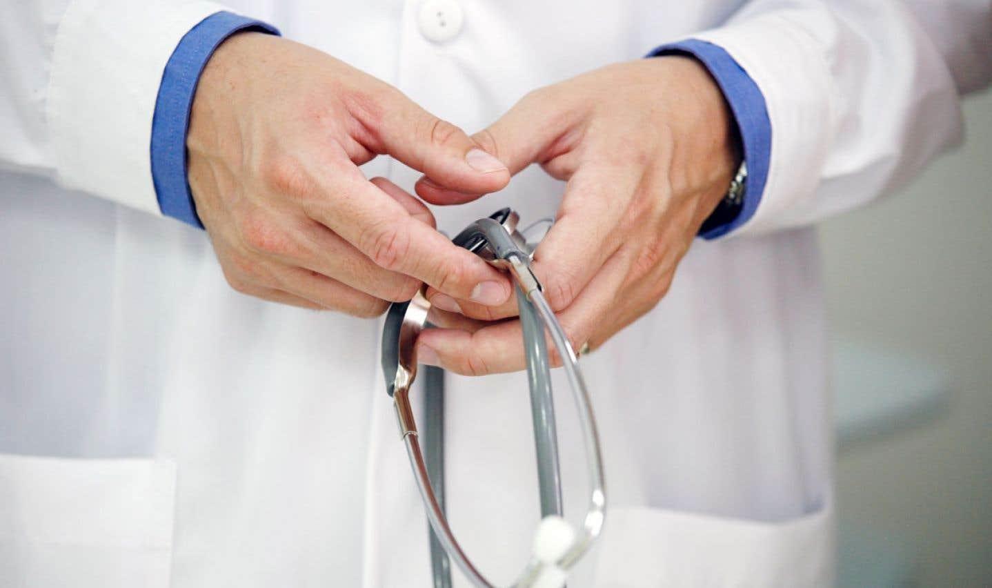 Si la pratique privée constitue une avenue intéressante pour un certain nombre de médecins québécois, elle s'avère jusqu'à ce jour globalement moins avantageuse pour la population québécoise.