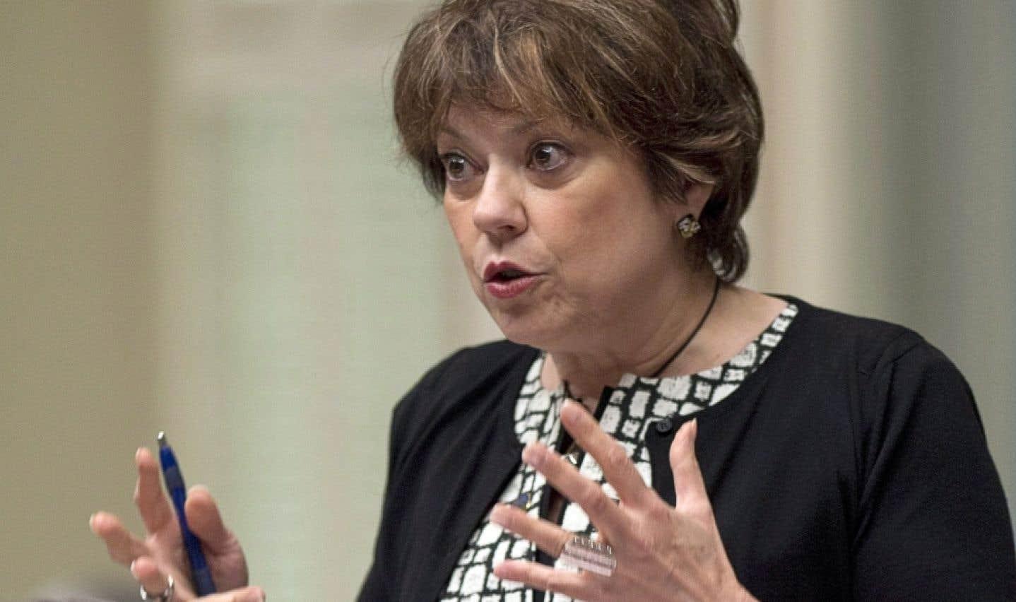 La ministre de la Culture et des Communications, Hélène David, a aussi émis la possibilité de réviser la Loi sur le développement des entreprises québécoises dans le domaine du livre (dite la Loi du livre), si nécessaire.
