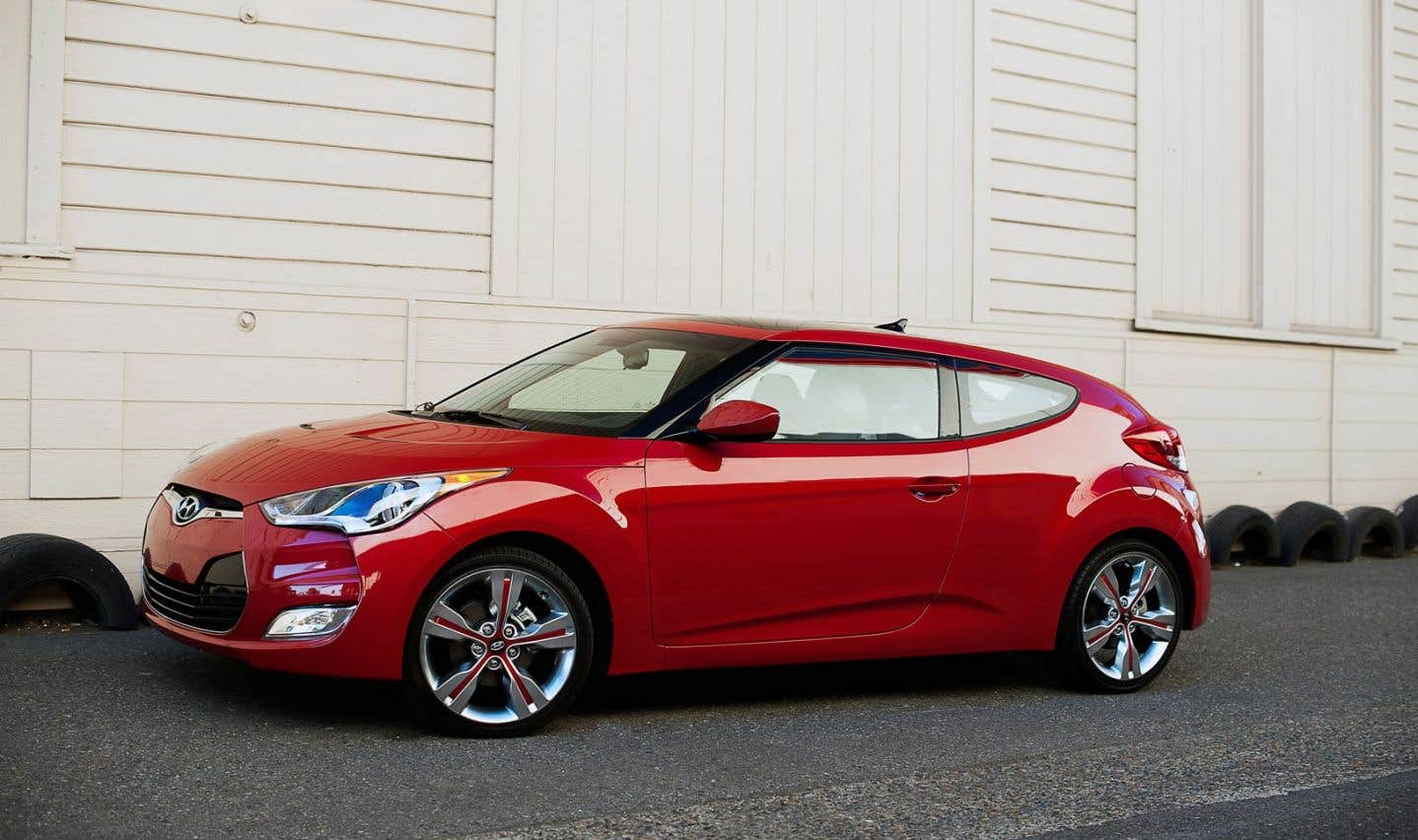 Munie d'une seule motorisation à l'origine, la Hyundai Veloster détient désormais une puissance de 201 chevaux, même si ses 138 chevaux permettaient des performances correctes.
