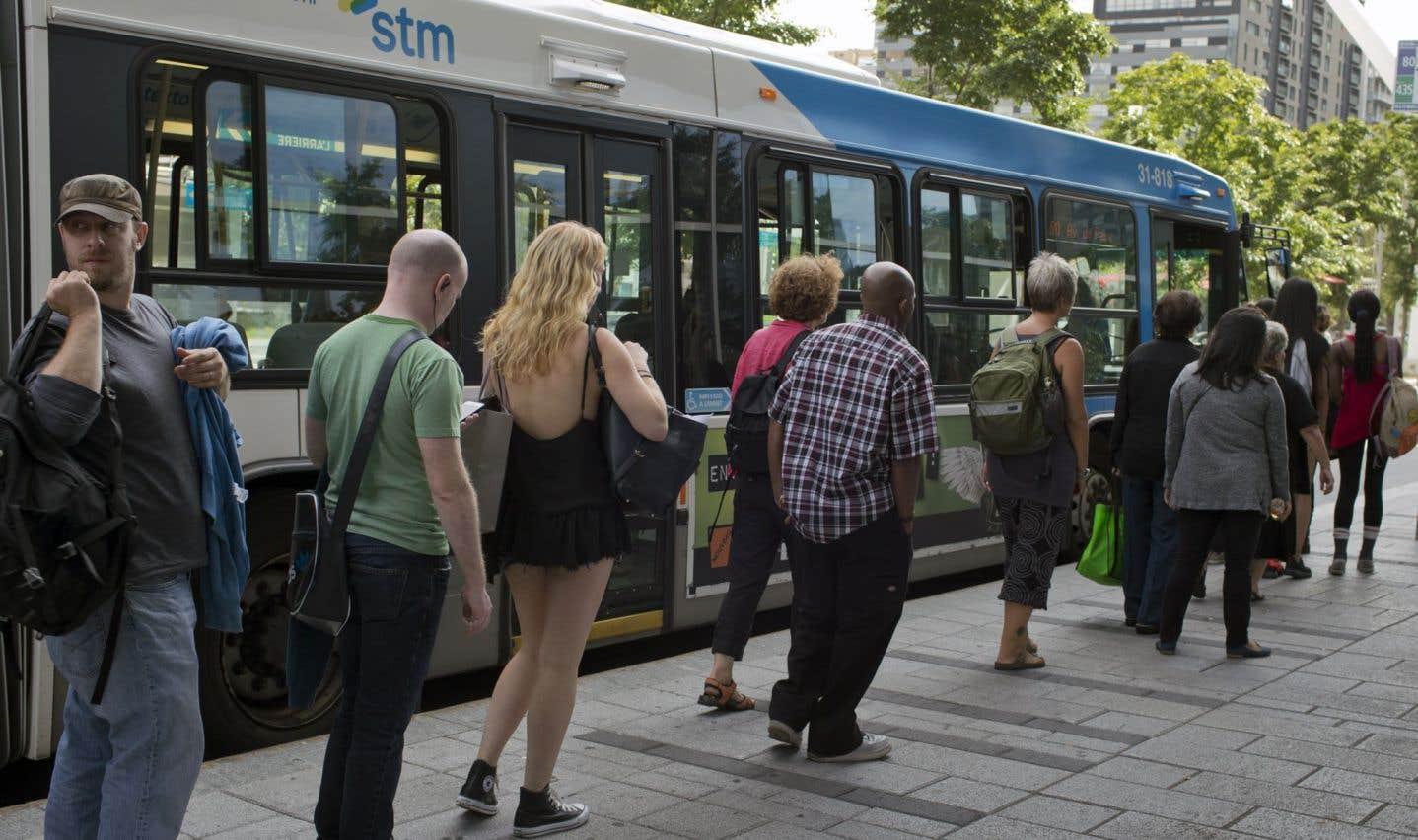 Le ministre des Transports, Robert Poëti, est convaincu qu'investir dans le transport collectif permet de diminuer la congestion routière.