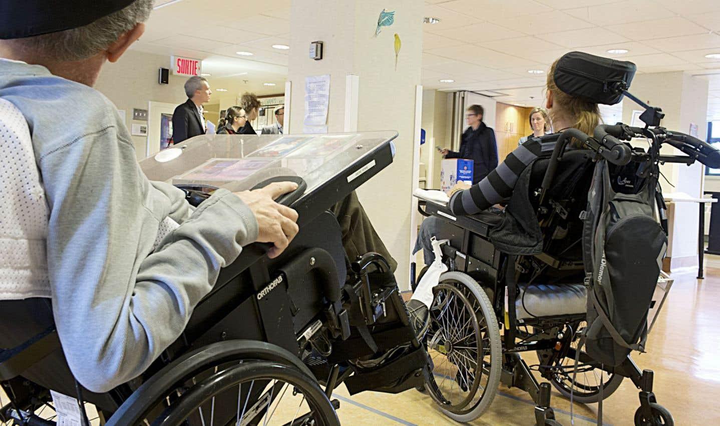 Lorsque les personnes handicapéees requièrent plus de trois heures de soins, elles ne peuvent plus rester à la maison ou en résidence intermédiaire.