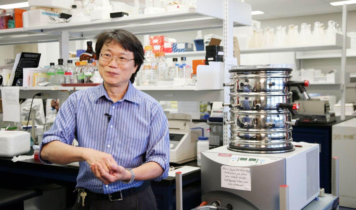 Adrian Tsang est un professeur au Département de biologie de l'Université Concordia et le directeur du Centre de génomique structurale et fonctionnelle de cette même université.