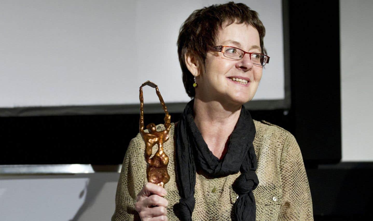 L'auteure Jocelyne Saucier, lauréate 2011 du Prix des cinq continents de la Francophonie pour son livre Il pleuvait des oiseaux, publié aux éditions XYZ