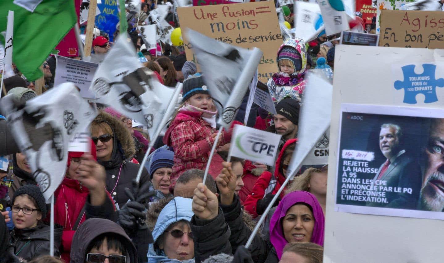 Des milliers de citoyens s'étaient regroupés le 9 novembre dernier pour protester contre la modulation des tarifs de garderie.