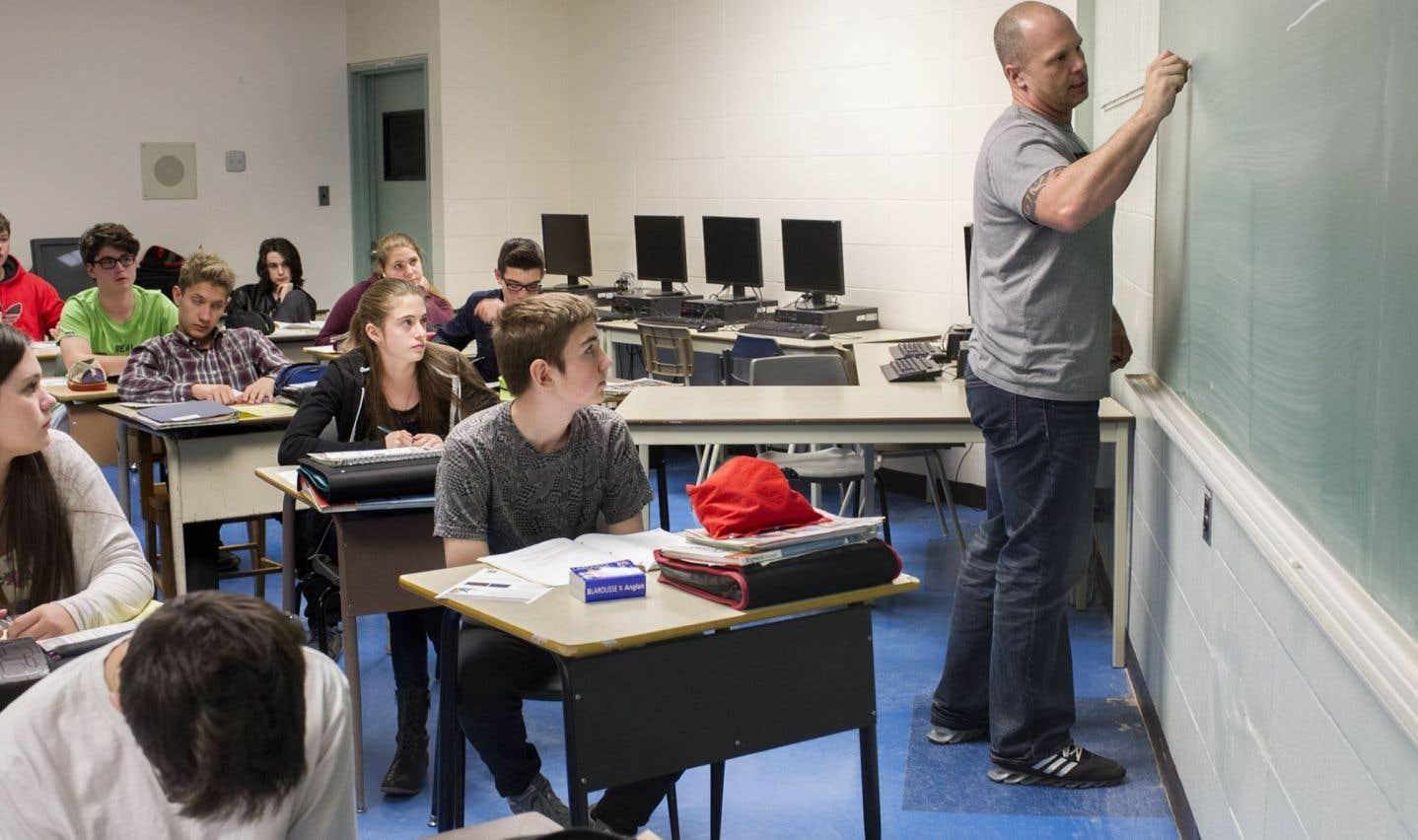 Québec augmente la tâche des enseignants