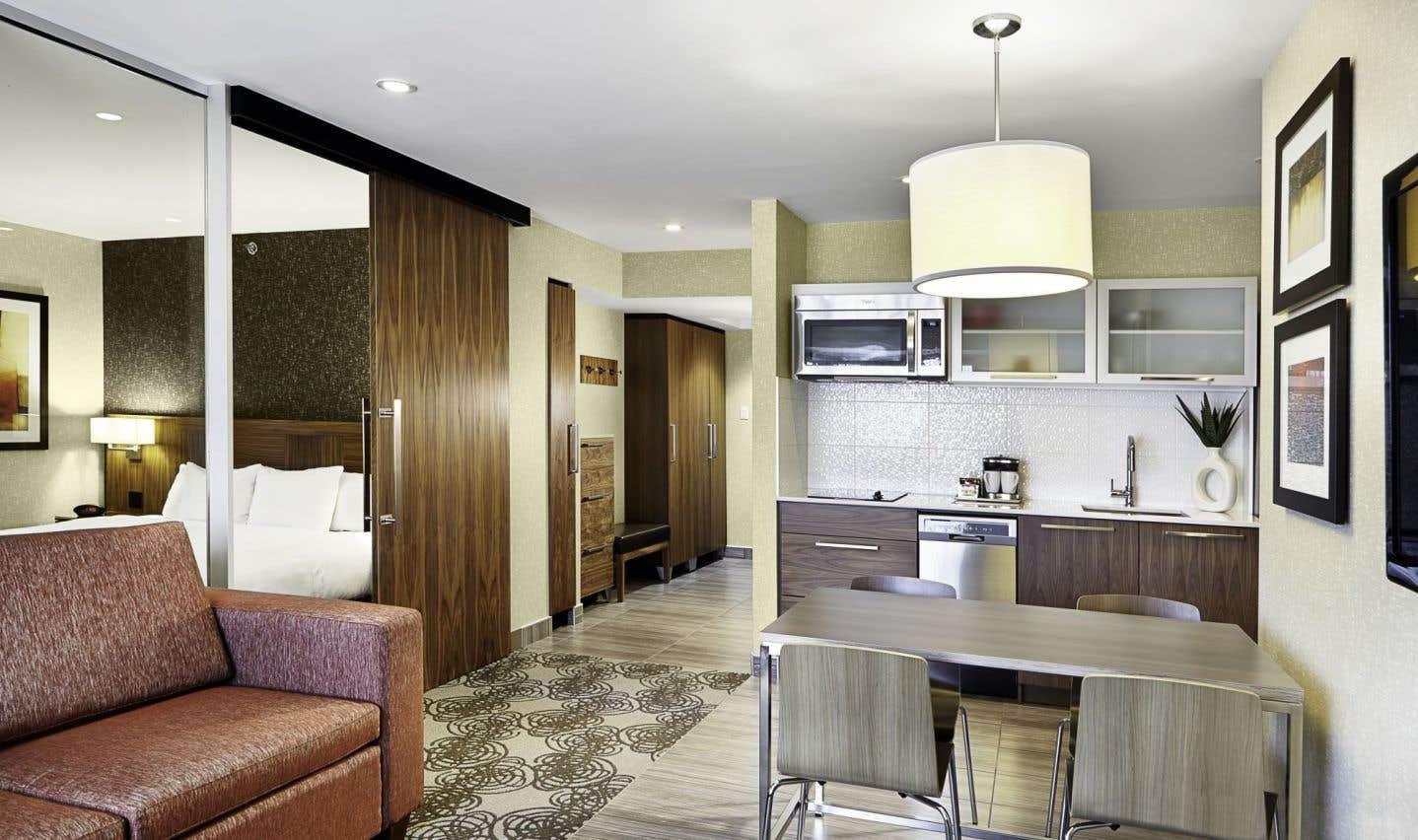 L'hôtel Hilton Montréal-Laval vient d'adapter son offre de type long séjour avec l'aménagement de ses 42 suites-appartements. Un étage est complété, six suites sont déjà opérationnelles.