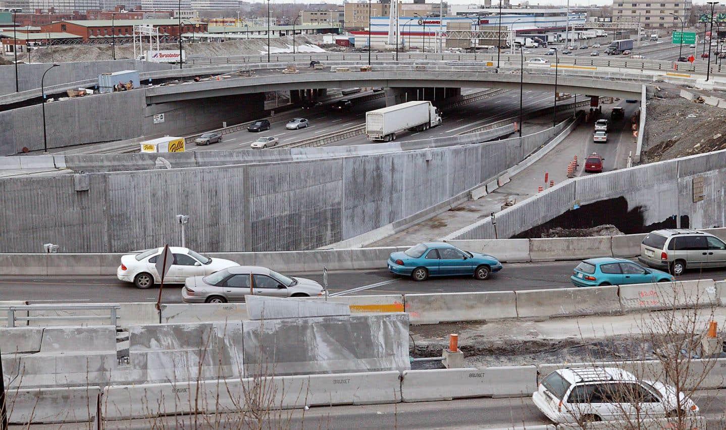 La grande question sera de savoir si la Caisse de dépôt et placement du Québec, qui a récemment affiché ses intentions d'investir dans les infrastructures de transport en commun de la région métropolitaine de Montréal, pourra être reconnue par le programme fédéral.