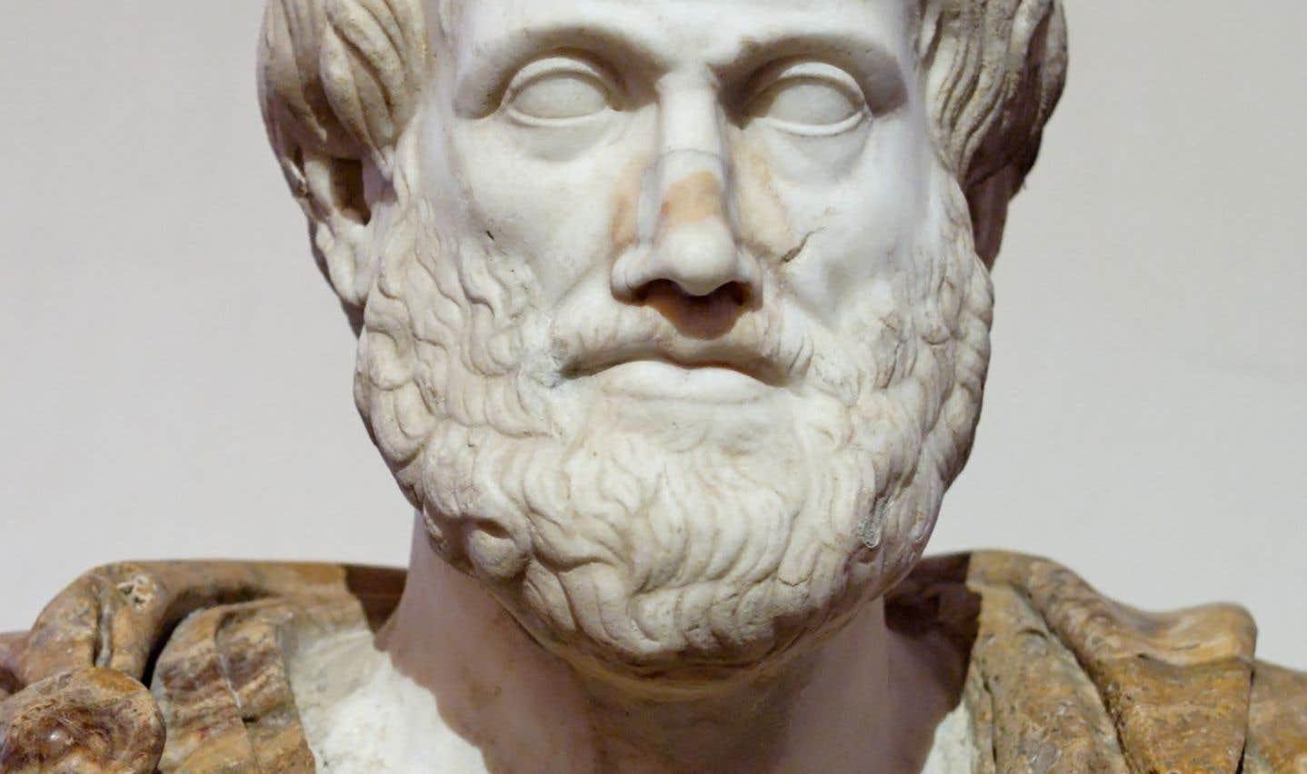 Pour Aristote, l'éthique, c'est le sage qui choisit, qui désire et agit, qui pense et juge, qui corrige et qui, de plus, fait tout cela de son plein gré, librement.