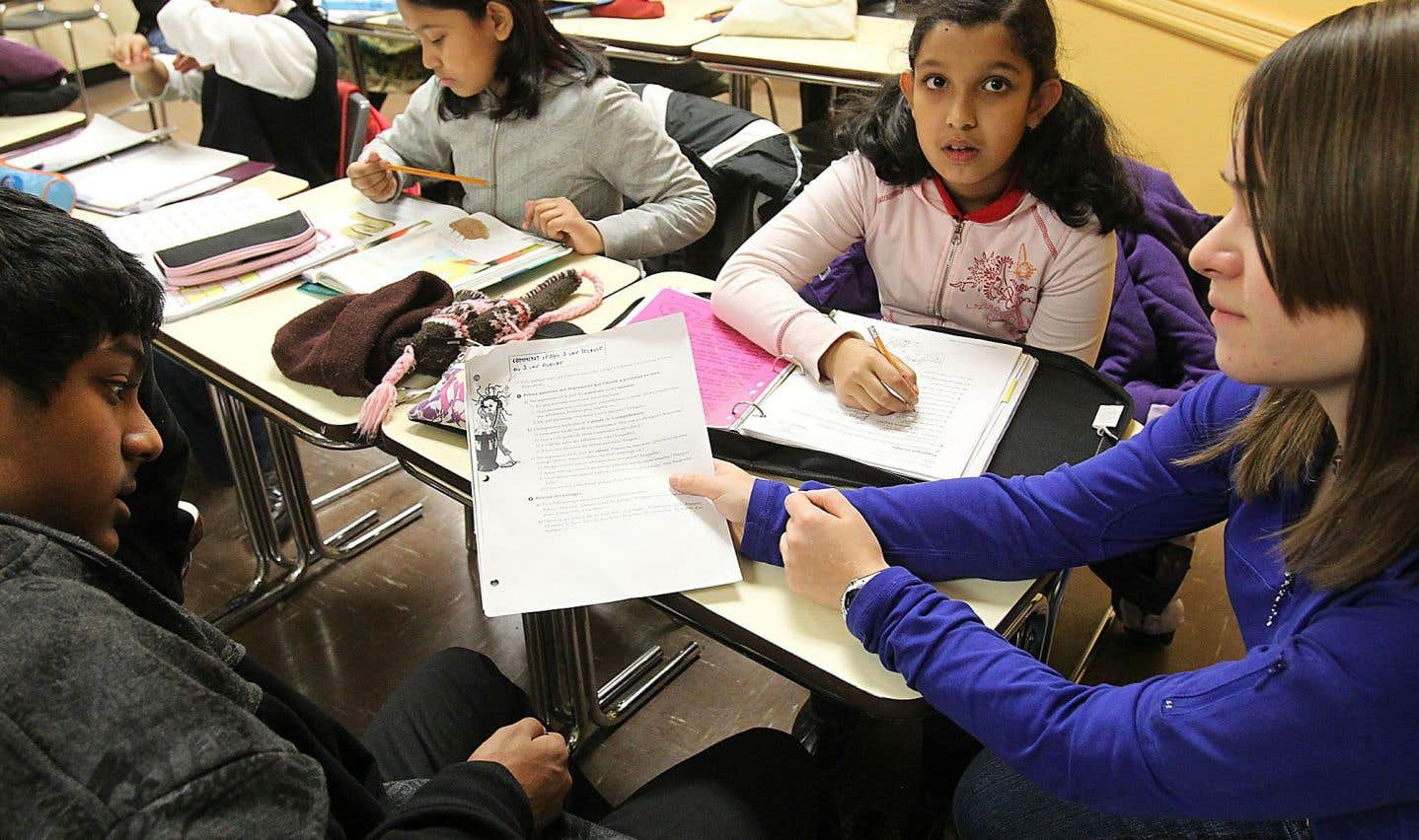 Depuis plusieurs années, les enseignantes et enseignants qui travaillent dans des classes d'accueil (au préscolaire, au primaire, au secondaire) ou de francisation (l'éducation des adultes) déplorent la réduction du nombre de ces classes.