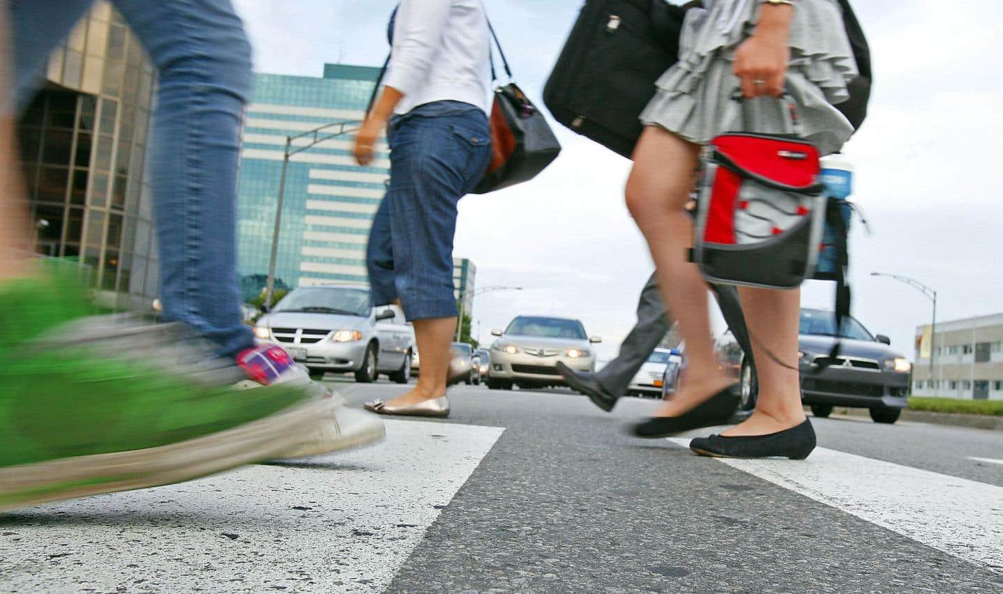 Aujourd'hui, à l'échelle des grandes villes du Québec, près de 50 % des déplacements de moins d'un kilomètre, soit dix minutes environ, sont accomplis en véhicule motorisé.