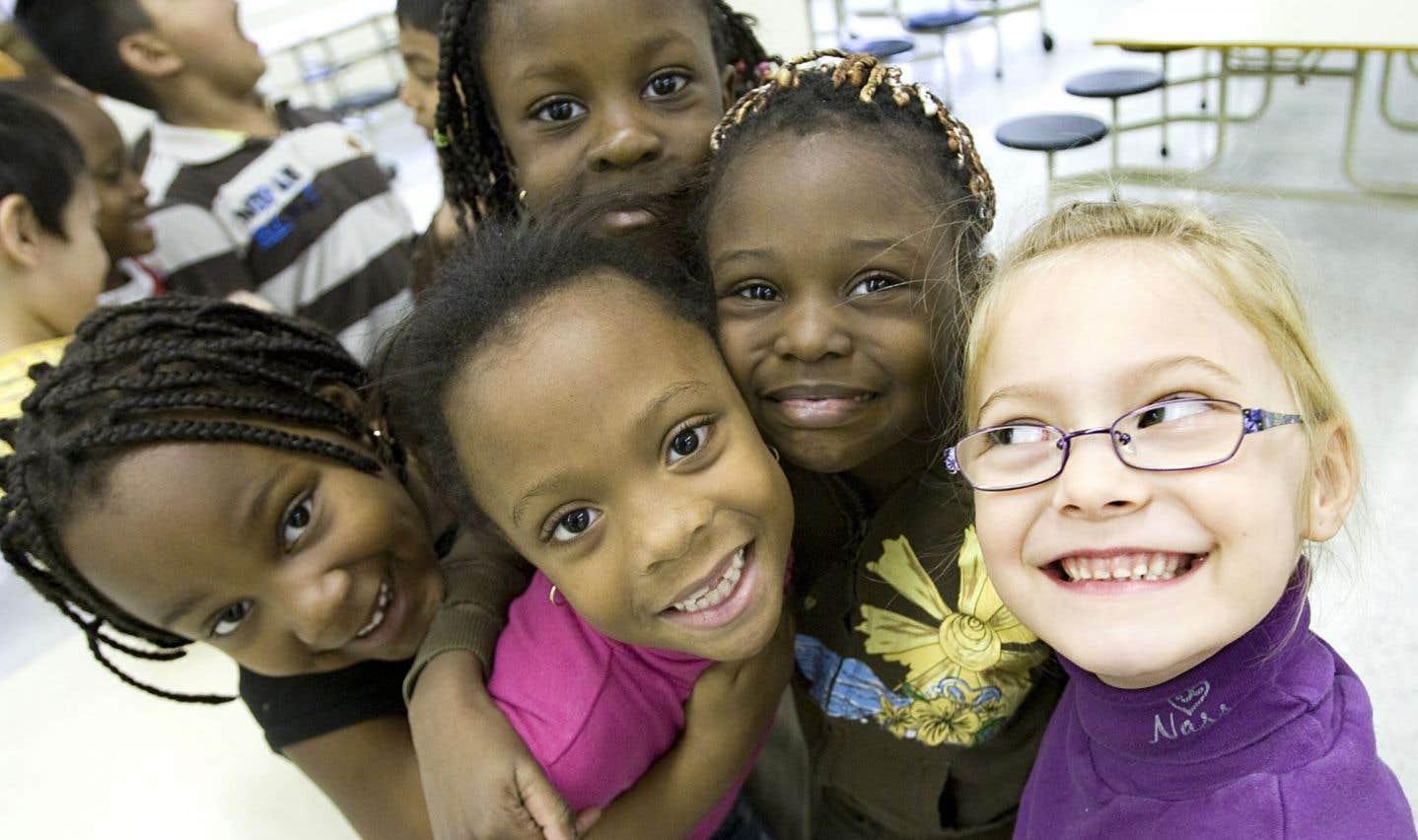 Les dentistes embauchés par la direction de santé publique dirigent entre autres un programme de prévention dans les écoles primaires.