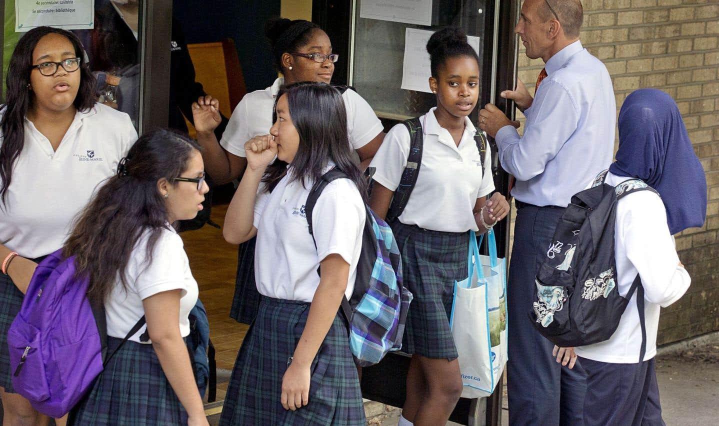 En 2014, il y avait près de 22% des élèves francophones qui fréquentaient une école secondaire privée, selon le ministère. Et, entre1998 et2010, le nombre de projets pédagogiques particuliers a doublé.