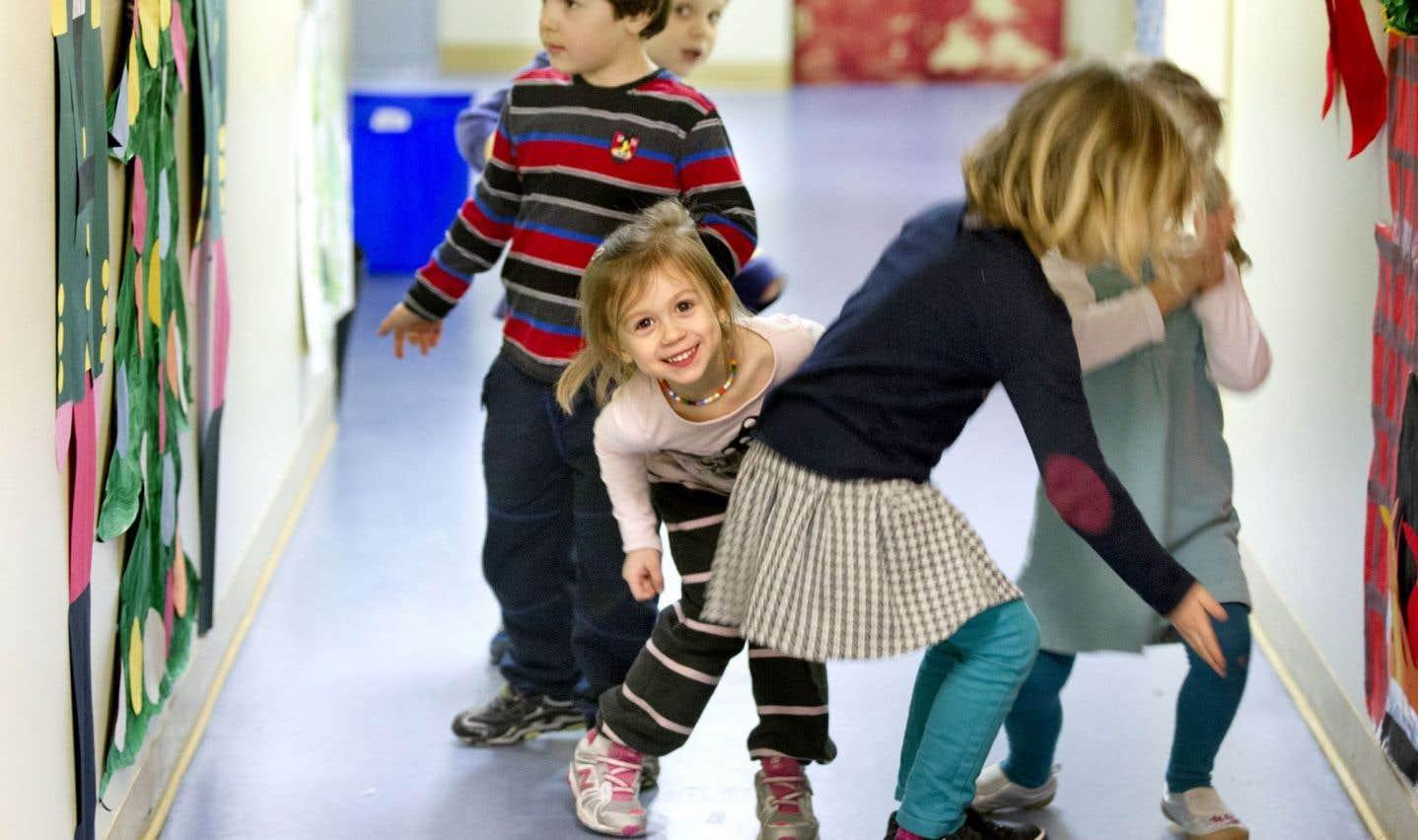 Les services d'éducation préscolaire permettent aux enfants en milieux défavorisés de mieux rattraper les enfants de milieux plus aisés dans leurs capacités d'apprentissage au moment d'amorcer leur parcours scolaire.