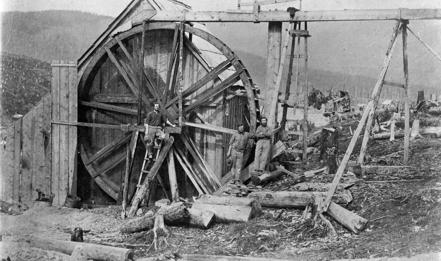 Roue et flumes à la concession de Davis le long du ruisseau Williams, 1867