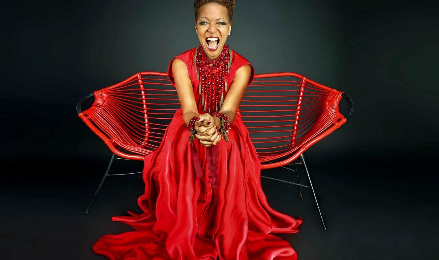 La première partie du spectacle de Melody Gardot au FIJM sera assurée par Lisa Simone, elle dont le nom de famille évoque à lui seul un pan immense de l'histoire du jazz, suivant à sa manière les traces de sa mère Nina.