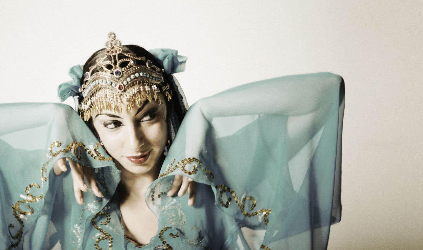 Miriam Peretz, une danseuse-chorégraphe installée en Californie qui a développé l'art des danses traditionnelles, mystiques et contemporaines en provenance de la Route de la soie.
