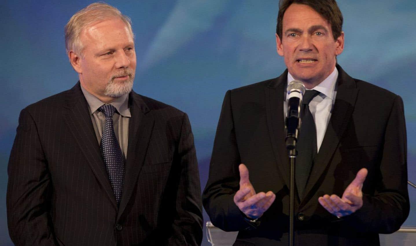 Jean-François Lisée (à gauche) souhaite obtenir les services de Pierre Karl Péladeau s'il est élu chef du PQ, en octobre prochain, et qu'il devient premier ministre ensuite.