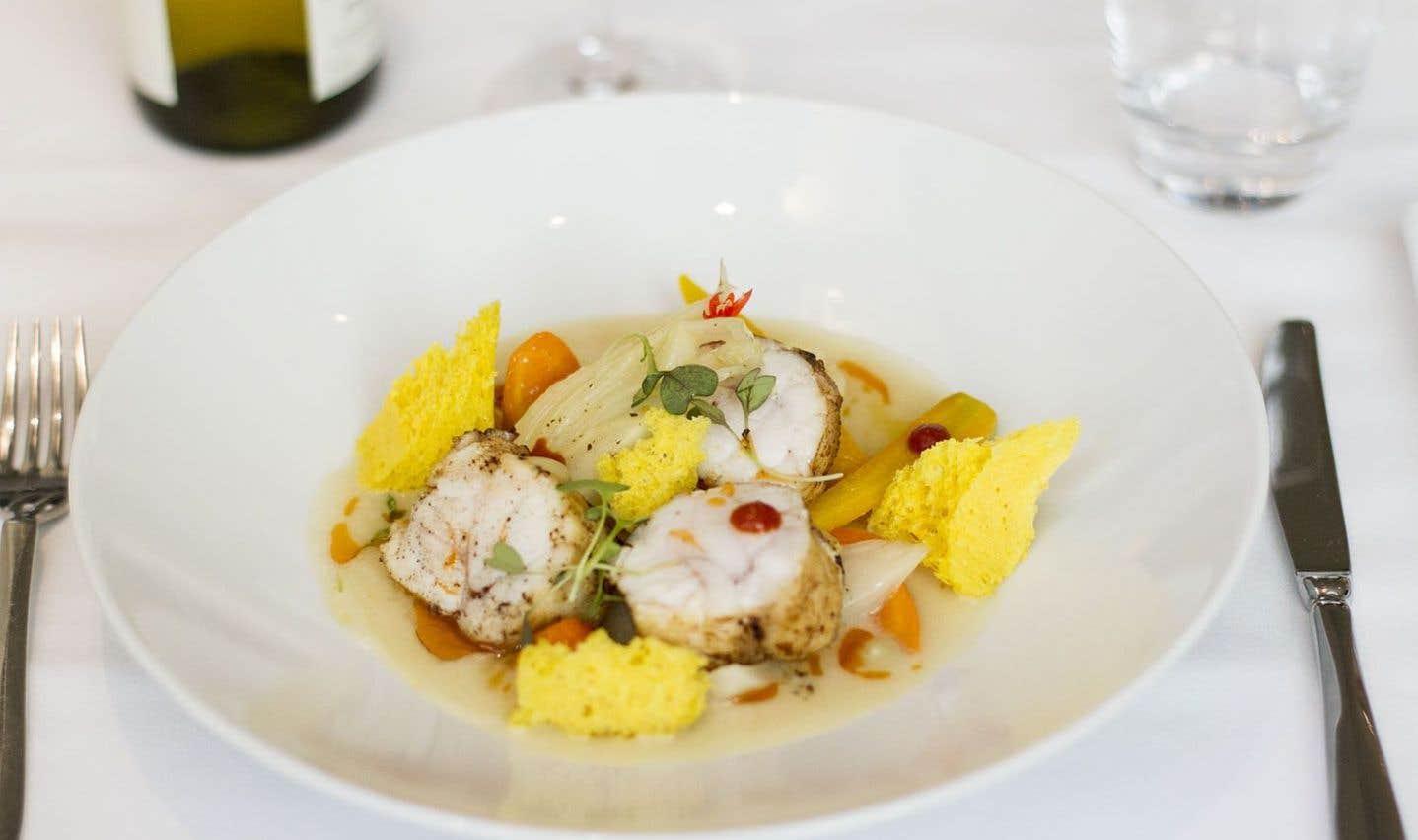 Le plat de lotte façon bouillabaisse du chef Olivier Perret, au restaurant Le Renoir.