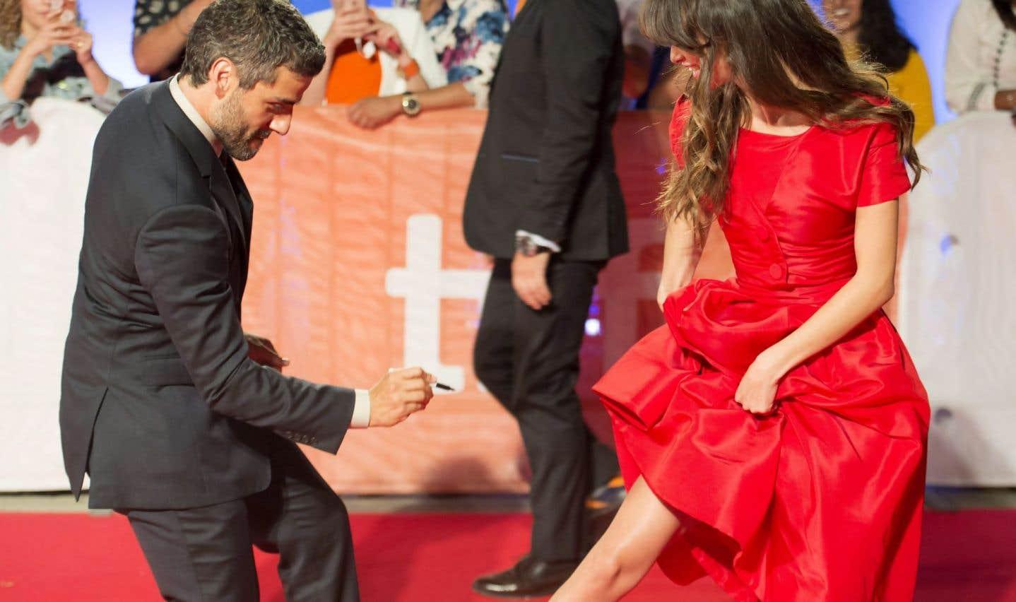 Oscar Isaac badinant avec Charlotte Le Bon lors de la présentation du film «The Promise», de l'Irlandais Terry George