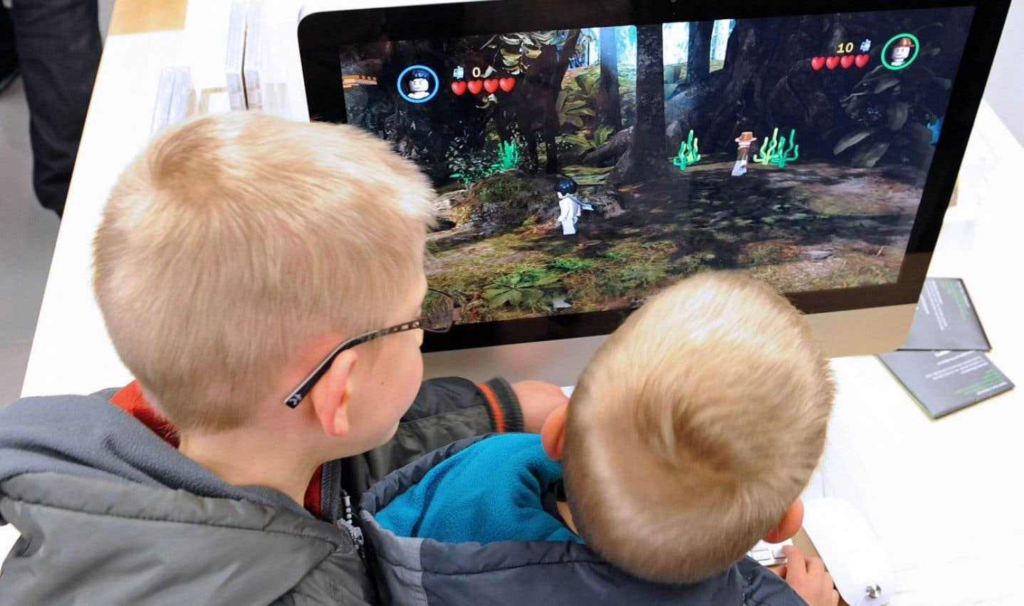 Trop de temps devant les écrans pour les jeunes enfants