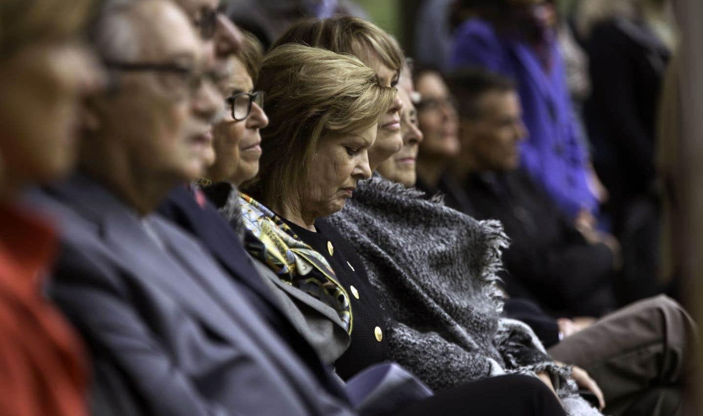 La femme de Jacques Parizeau, Lisette Lapointe, était présente lors de la cérémonie intime, dimanche.