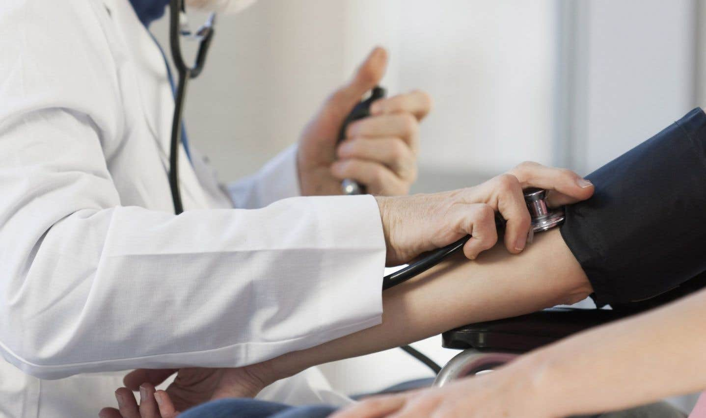 Le rapport fait des constats accablants sur l'état de notre système de santé. Ainsi, le Québec est la dernière parmi les provinces canadiennes en matière d'accès à un médecin de famille. Seulement les deux tiers de la population en possèdent un.