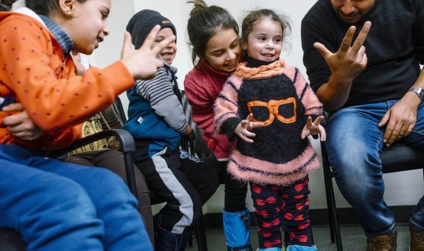 Réfugiés: les États-Unis envisagent de s'inspirer du Canada sur le parrainage