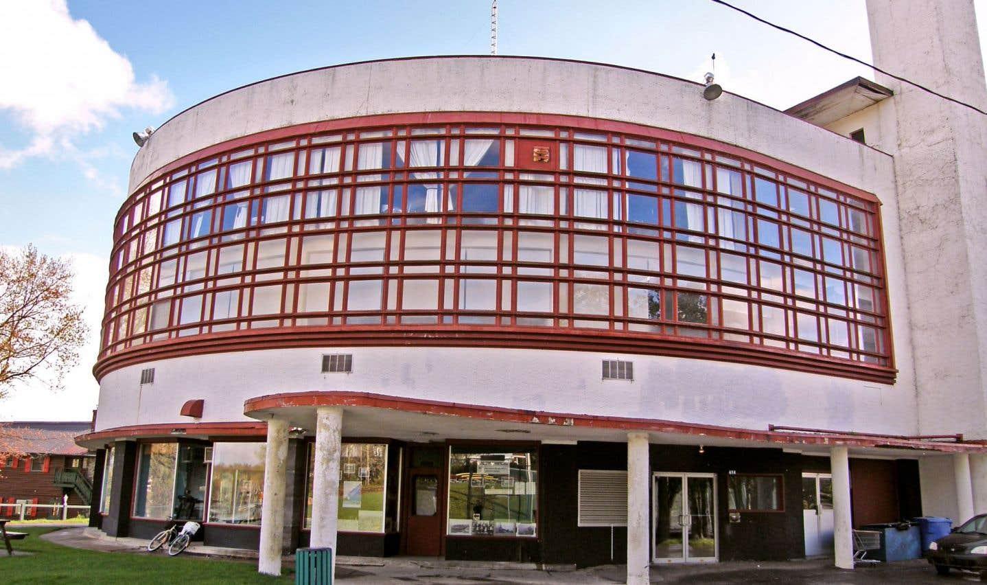 L'édifice art déco du domaine de l'Estérel, conçu dans les années 1930 par le Belge Antoine Courtens, est l'un des rares vestiges de l'architecture québécoise moderne.