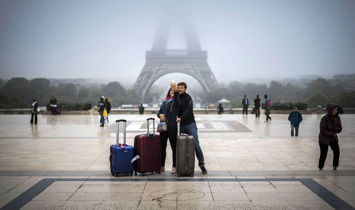 Paris mise sur ses monuments, sa gastronomie et les noctambules